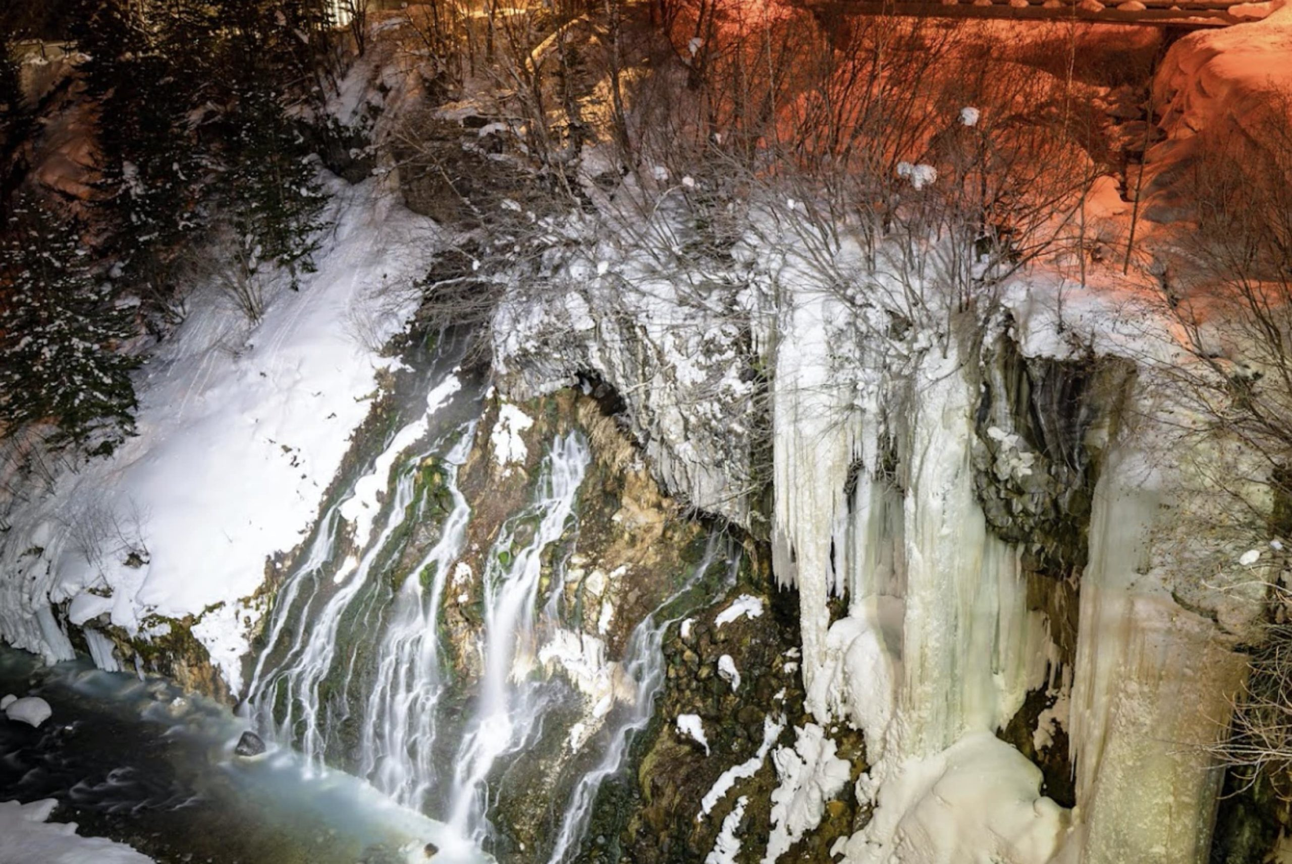 白ひげの滝のライトアップ