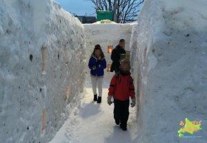 2月北海道の雪の迷路イベントの服装