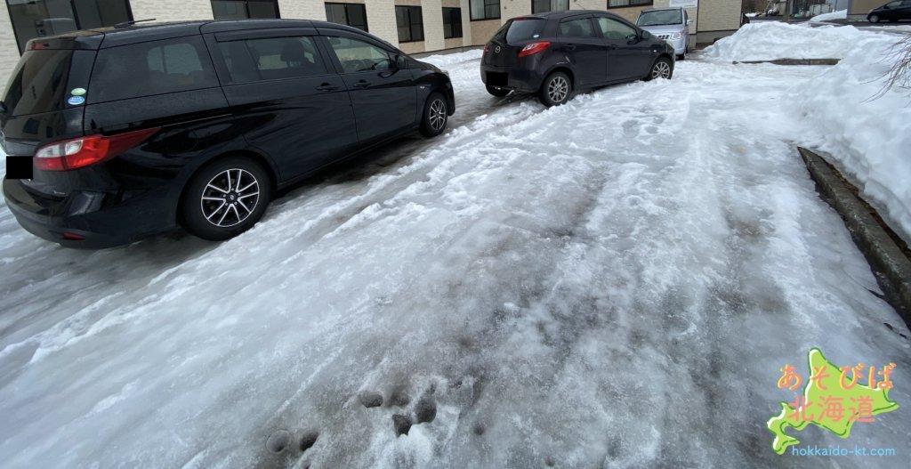 北海道の雪解けの道路
