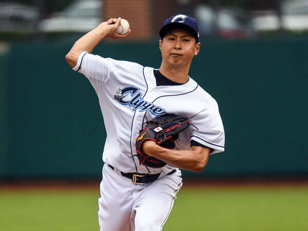 """'º""""c""""§/Toru Murata (Clippers), JUNE 12, 2015 -3A : Columbus Clippers pitcher Toru Murata (17) pitches during a regular season game between the Columbus Clippers and the Syracuse Chiefs at Huntington Park in Columbus, United States. (Photo by ZUMA Press/AFLO)"""