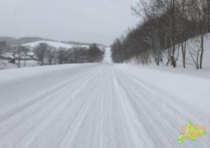 北海道の冬の田舎道