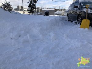 北海道の雪の駐車場